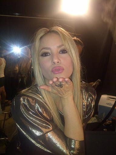 Shakira blew a kiss to her fans. Source: Twitter user shakira