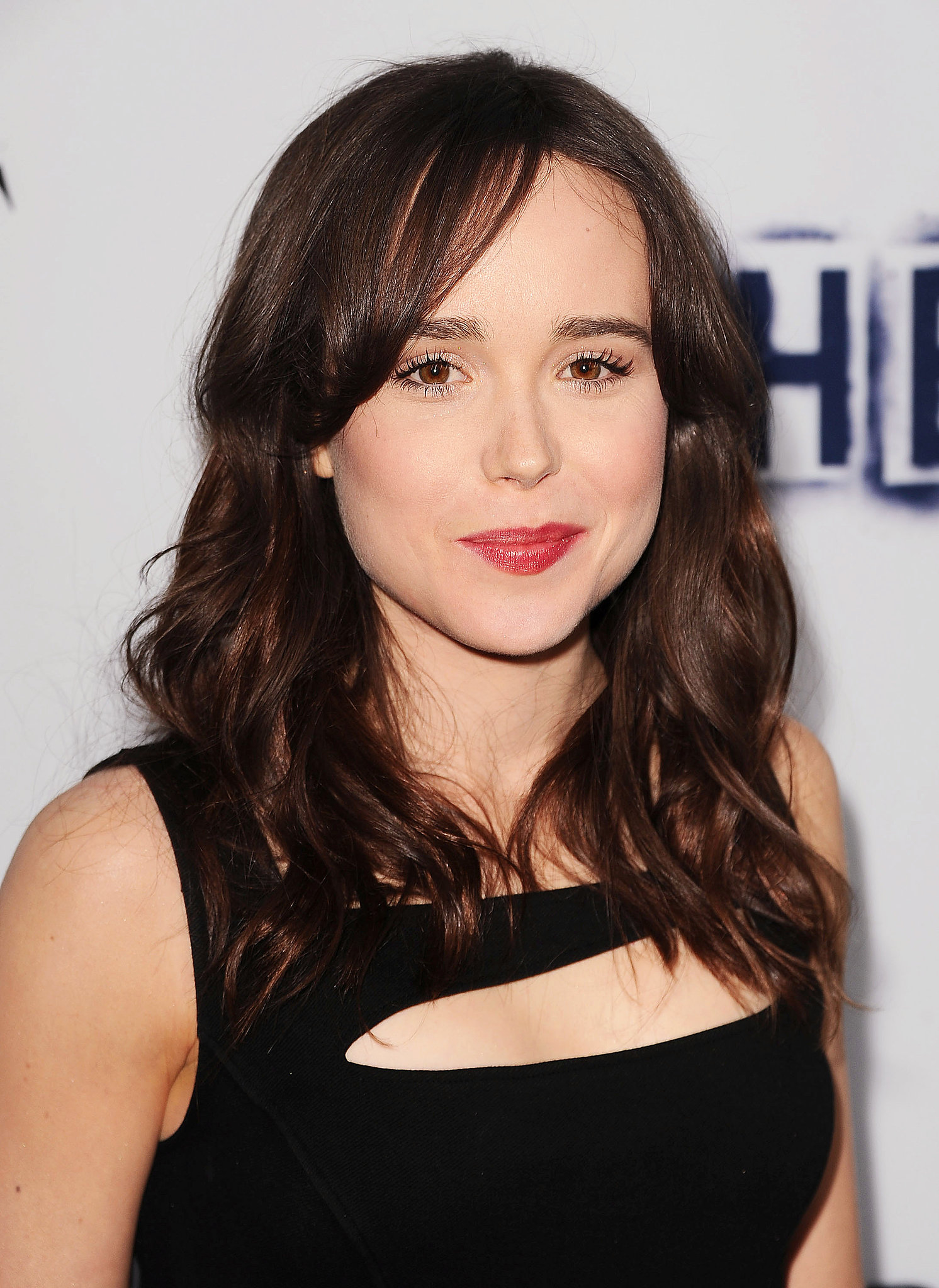 At The East's premiere in LA, Ellen Page showed us you don't need a complicated makeup look to be polished. All you need is a little foundation, mascara, and a rosy lipstick.