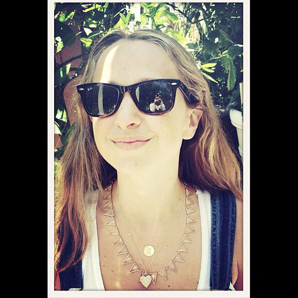 Jennifer Meyer shared a snap while mixing and matching her jewels on a sunny day.  Source: Instagram user jenmeyerjewelry