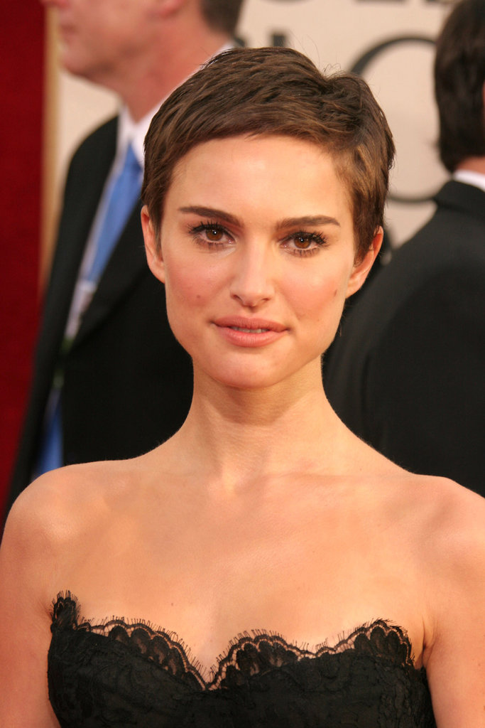 She showed how adorably she could grow out her pixie by pairing it with soft, feminine makeup.