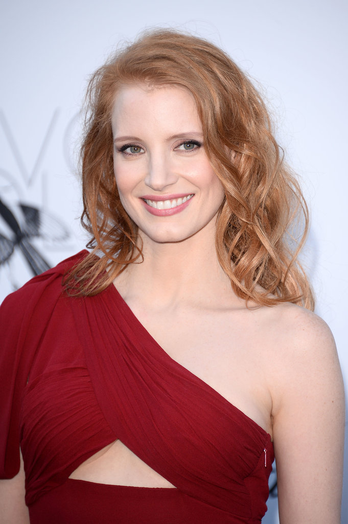 Try a beach spray to get Jessica Chastain's textured, beachy waves.