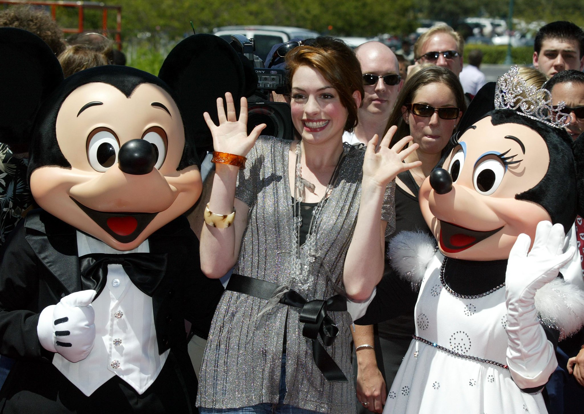 Anne Hathaway got together with Mickey and Minnie in August 2004.