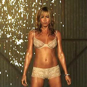 Jennifer aniston s yoga moves to work abs popsugar fitness