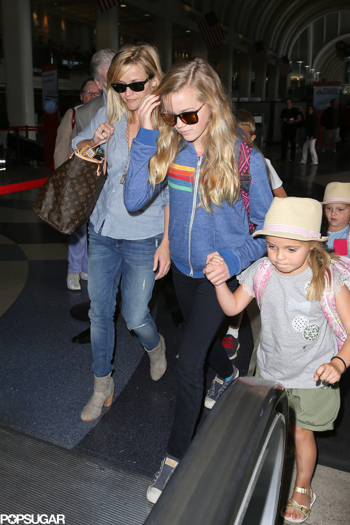 Reese Witherspoon walked through the airport with Ava by her side.