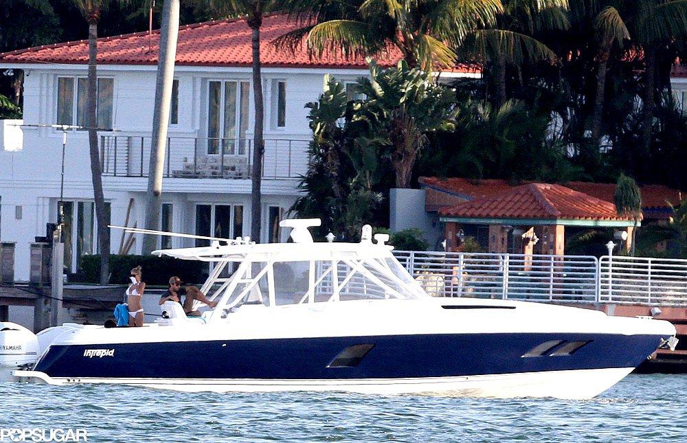 Anna Kournikova Slips Into a Bikini to Sail Away With Enrique Iglesias