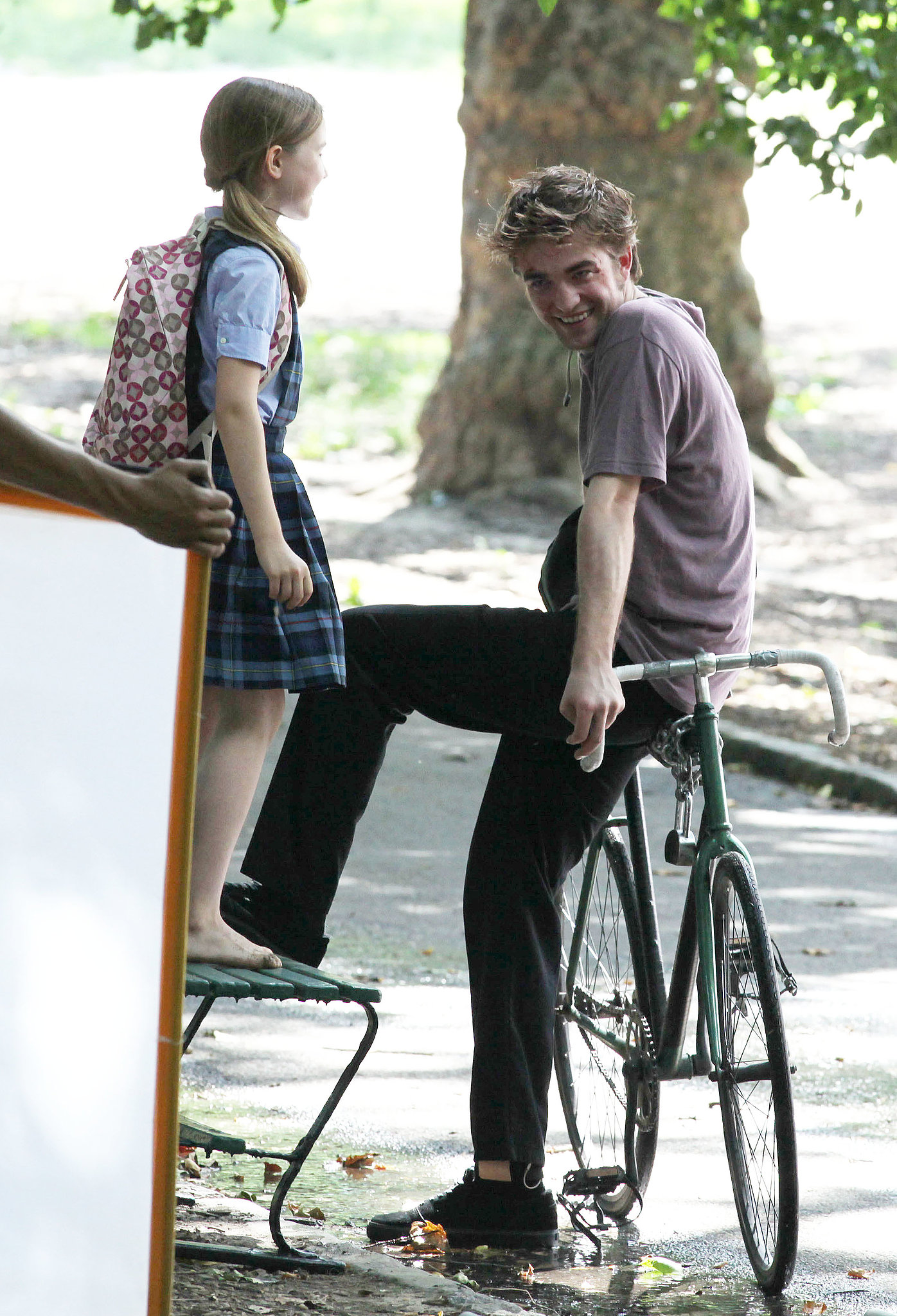 In June 2009, Robert Pattinson sat on a bike while filming Remember Me in NYC.