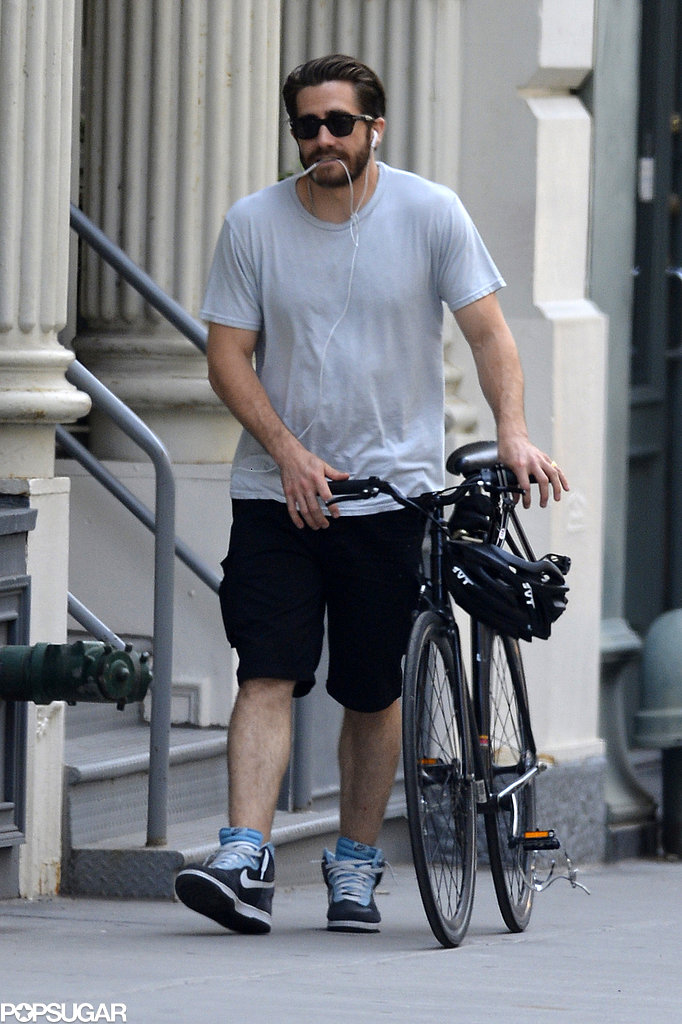 Jake Gyllenhaal walked his wheels around NYC in June 2013.