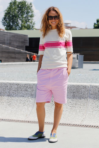 Her tomboy shorts and tee combo was finished in ultragirlie pinks.