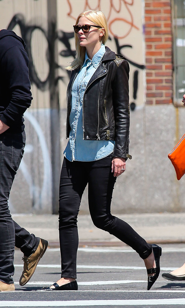 Jaime didn't let a sunny little daytime stroll stop her from maintaining her cool. She paired a denim blouse with a black leather biker jacket, black skinny jeans, and pointy flats for an off-kilter ensemble that's easy to re-create.