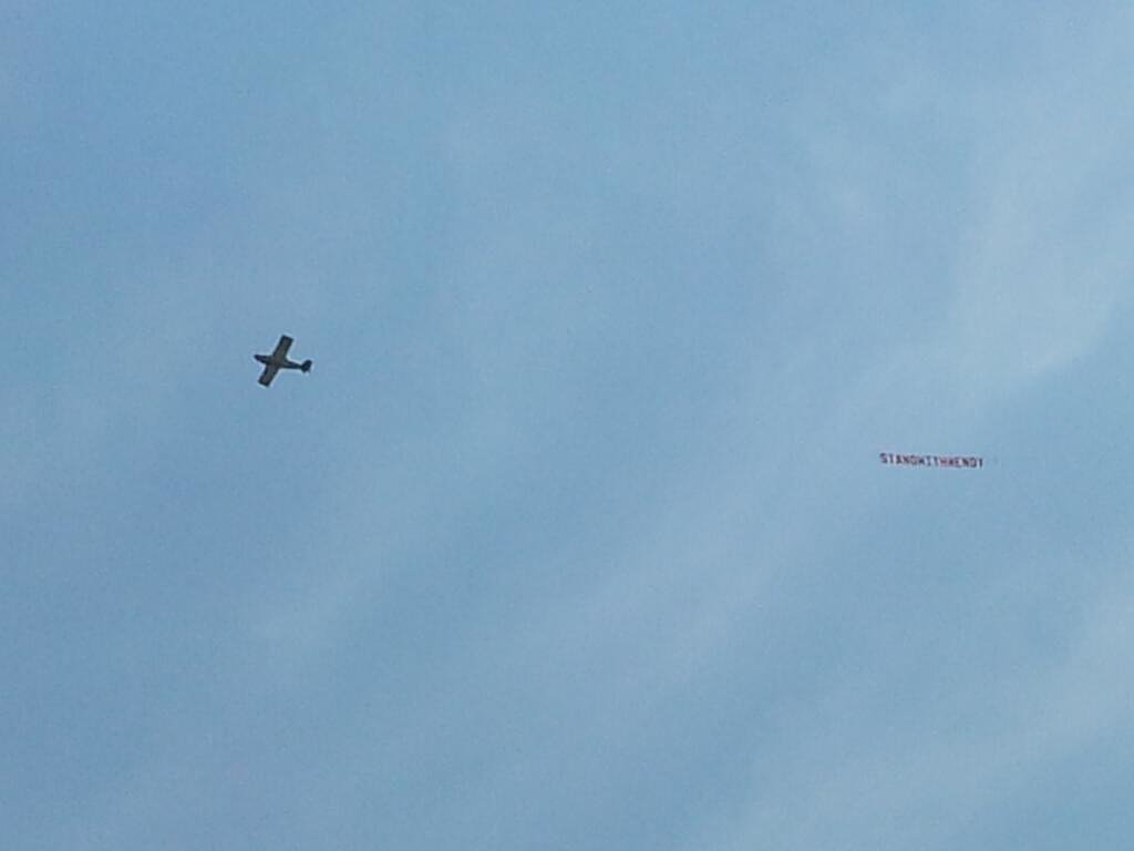 """A plane flew over the Texas Capitol with a banner reading, """"Stand With Wendy."""" Source: Twitter user smkeyes"""