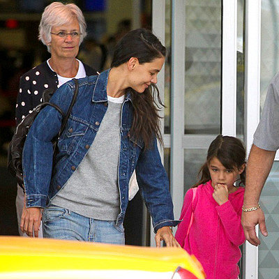 Katie Holmes and Suri Cruise Land at JFK   Pictures