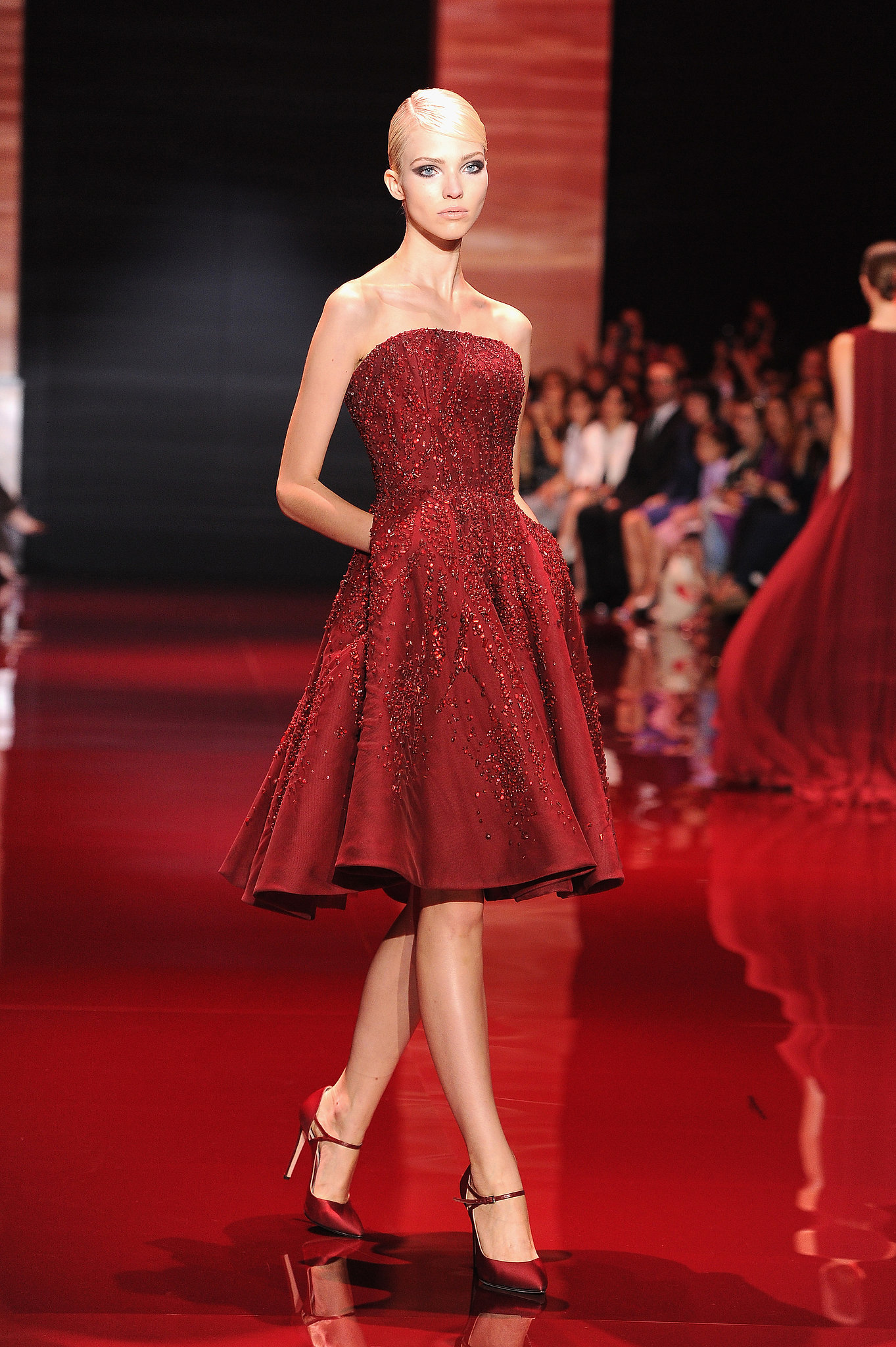 Elie saab haute couture fall 2013 elie saab haute for Haute couture red