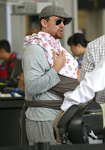 Channing-Tatum-cradled-his-newborn-daughter-Everly-while-traveling