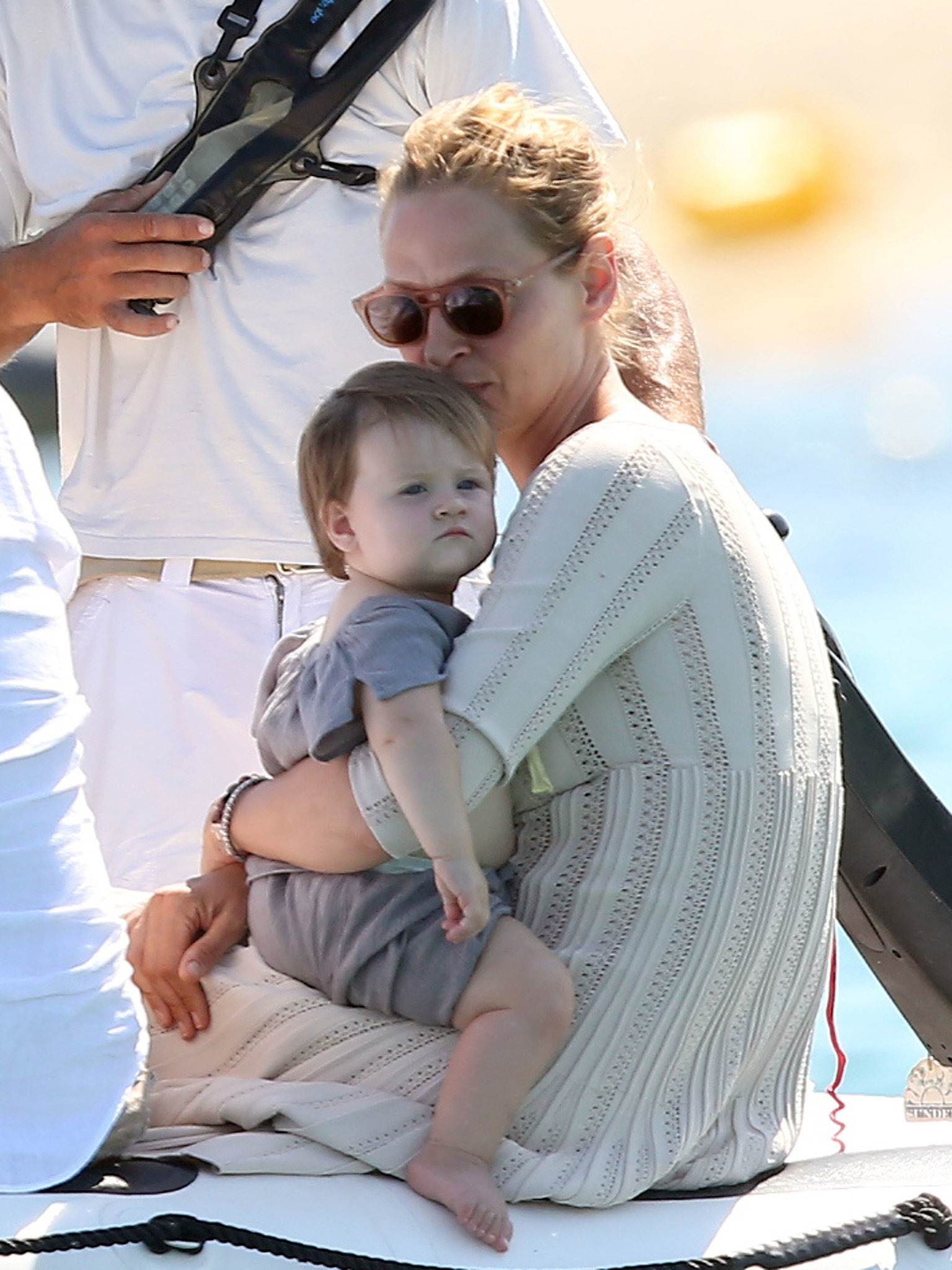 Uma Thurman kissed her daughter Luna while on vacation in ...