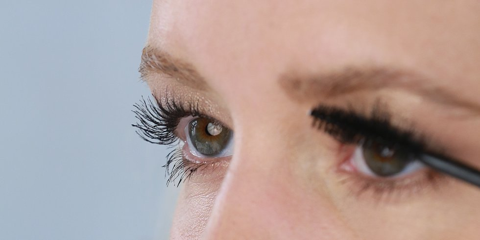 Lashes For Days! How to Apply Mascara the Right Way!