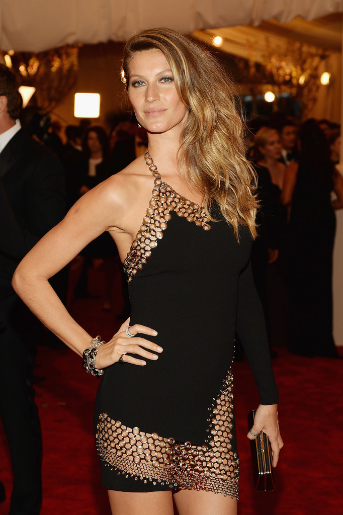 At the 2013 Met Gala, Gisele sported tousled waves in accordance with the punk theme and barely-there makeup to showcase her signature freckles.