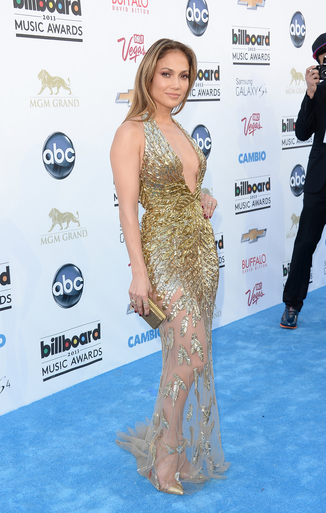 At the 2013  Billboard Music Awards, Jennifer shimmered in a gilded Zuhair Murad Couture confection.