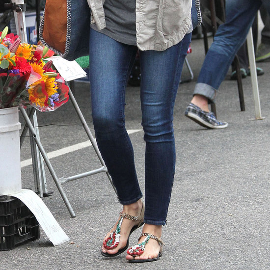 How to Wear Embellished Sandals   Pictures