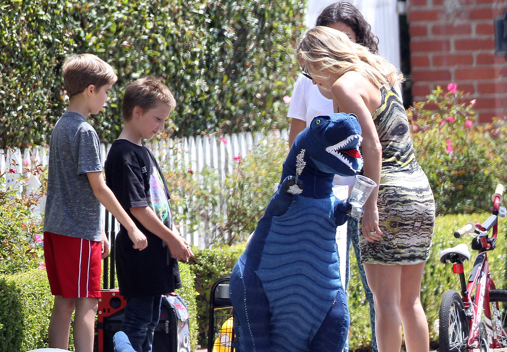 Kate Hudson bought lemonade from her son Ryder's stand.