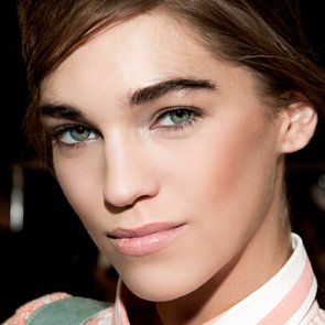 How to Apply Natural-Looking Bronzer