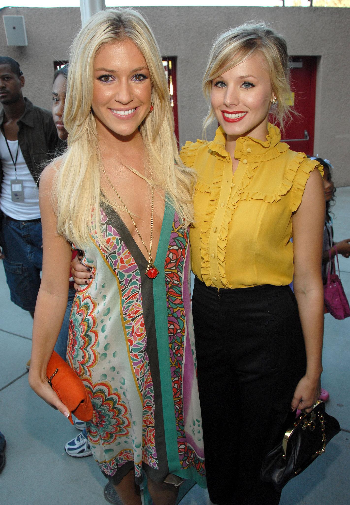 Blond bombshells Kristin Cavallari and Kristen Bell posed together at the awar