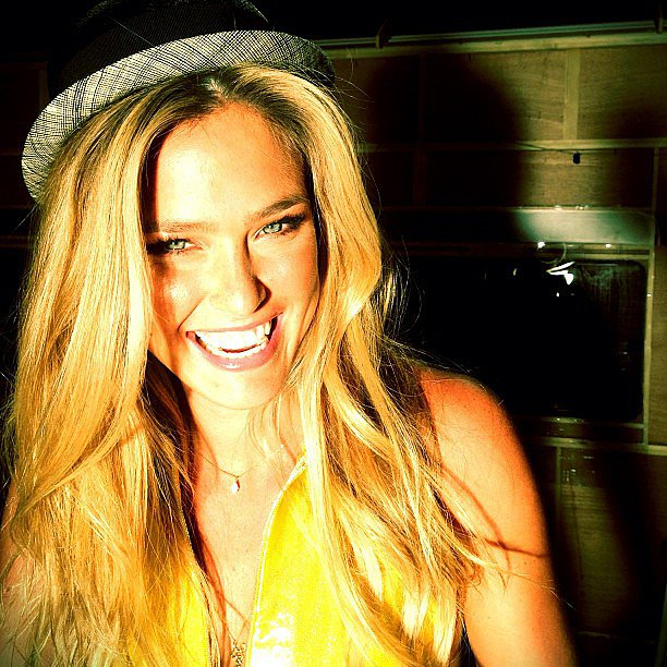 Bar Refaeli looked beautiful while wishing her fans a good morning. Source: Instagram user barrefaeli