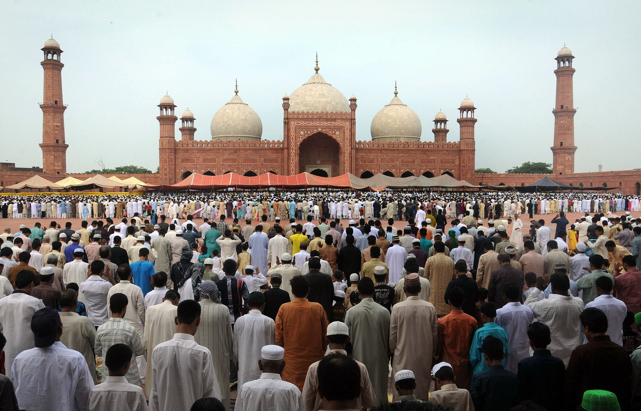 Muslims gathered at the Badshahi Masjid Mosque in Pakistan to offer Eid al-Fitr prayers at the end of Ramadan.