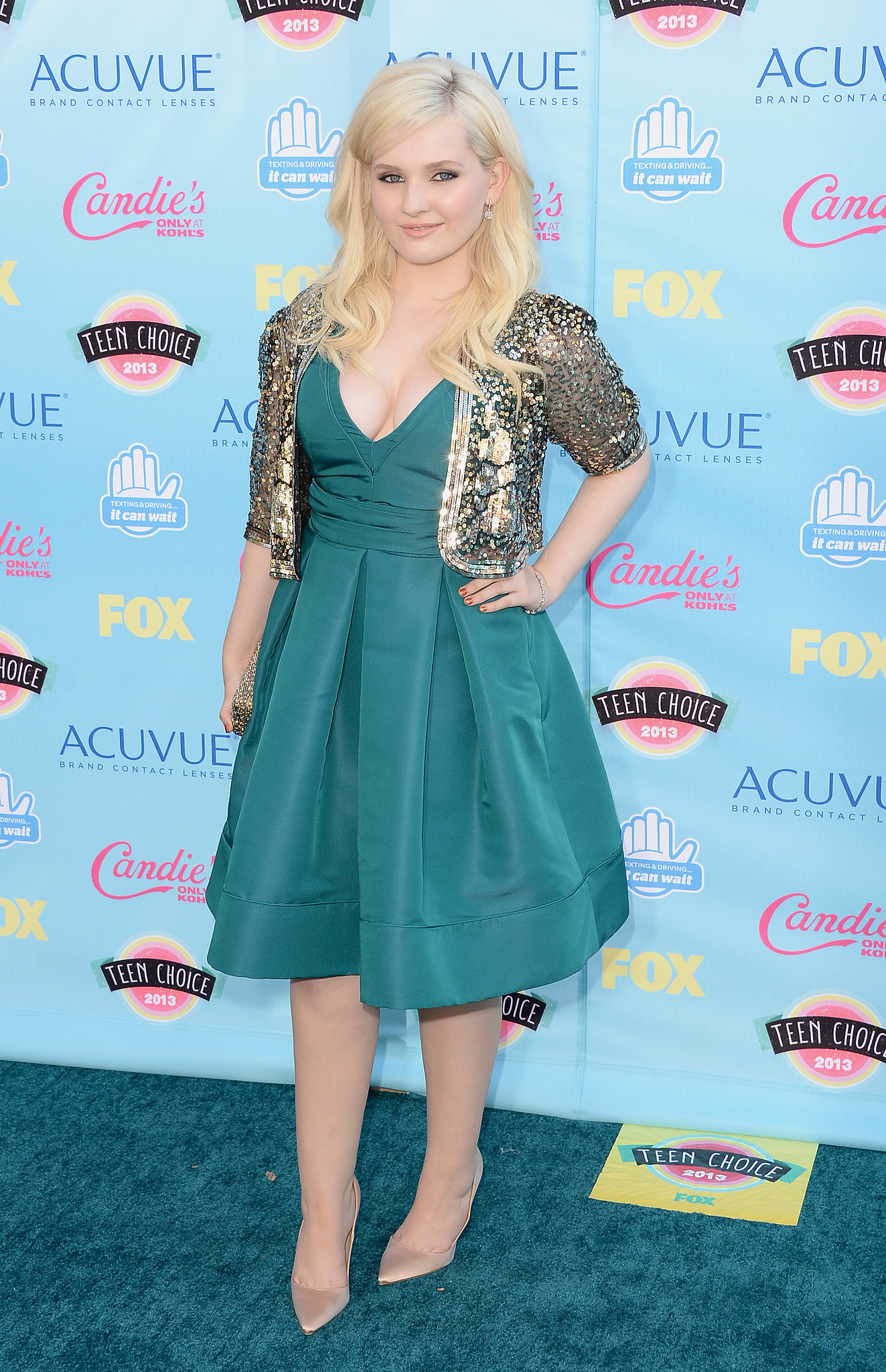 Abigail Breslin coordinated her party dress with the carpet and added a sparkly cardigan.