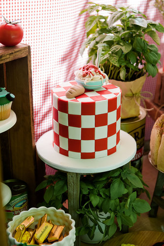 A Pasta-Themed Cake