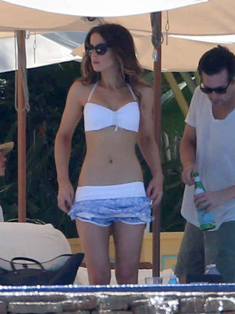 Kate Beckinsale wore a white bikini in Mexico.