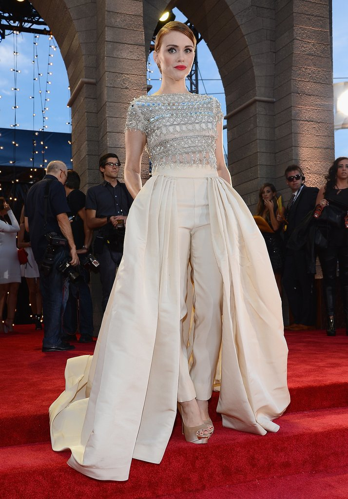 Holland Roden was a vision of sophistication in an embellished Naeem Khan jumpsuit featuring a full skirt with a train finished off with a pair of Rupert Sanderson pumps.