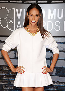 Model-Joan-Smalls-brought-biggest-Fall-makeup-trend-VMAs