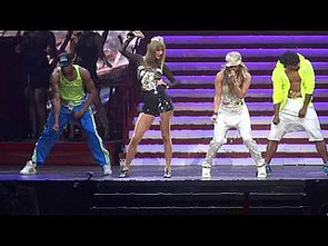 Jennifer-Lopez-joined-Taylor-Swift-onstage-LA-where-pair