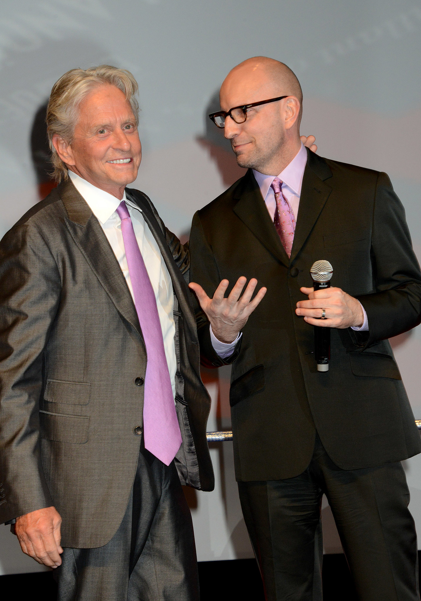 Photo of Steven Soderbergh & his friend actor  Michael Douglas - Cast of Traffic