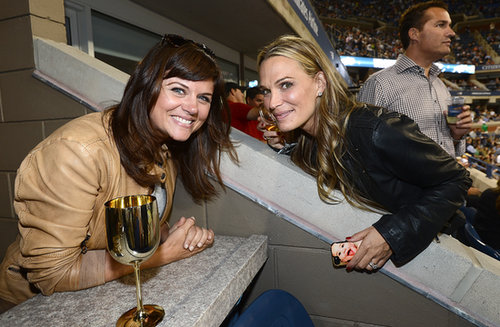 Tiffani Thiessen and Molly Sims caught up while taking in the action at the US Open.