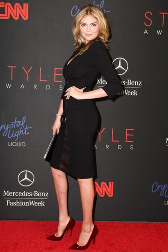 Kate Upton showed off her curves in a little black dress and red patent pumps at the 2013 Style Awards.