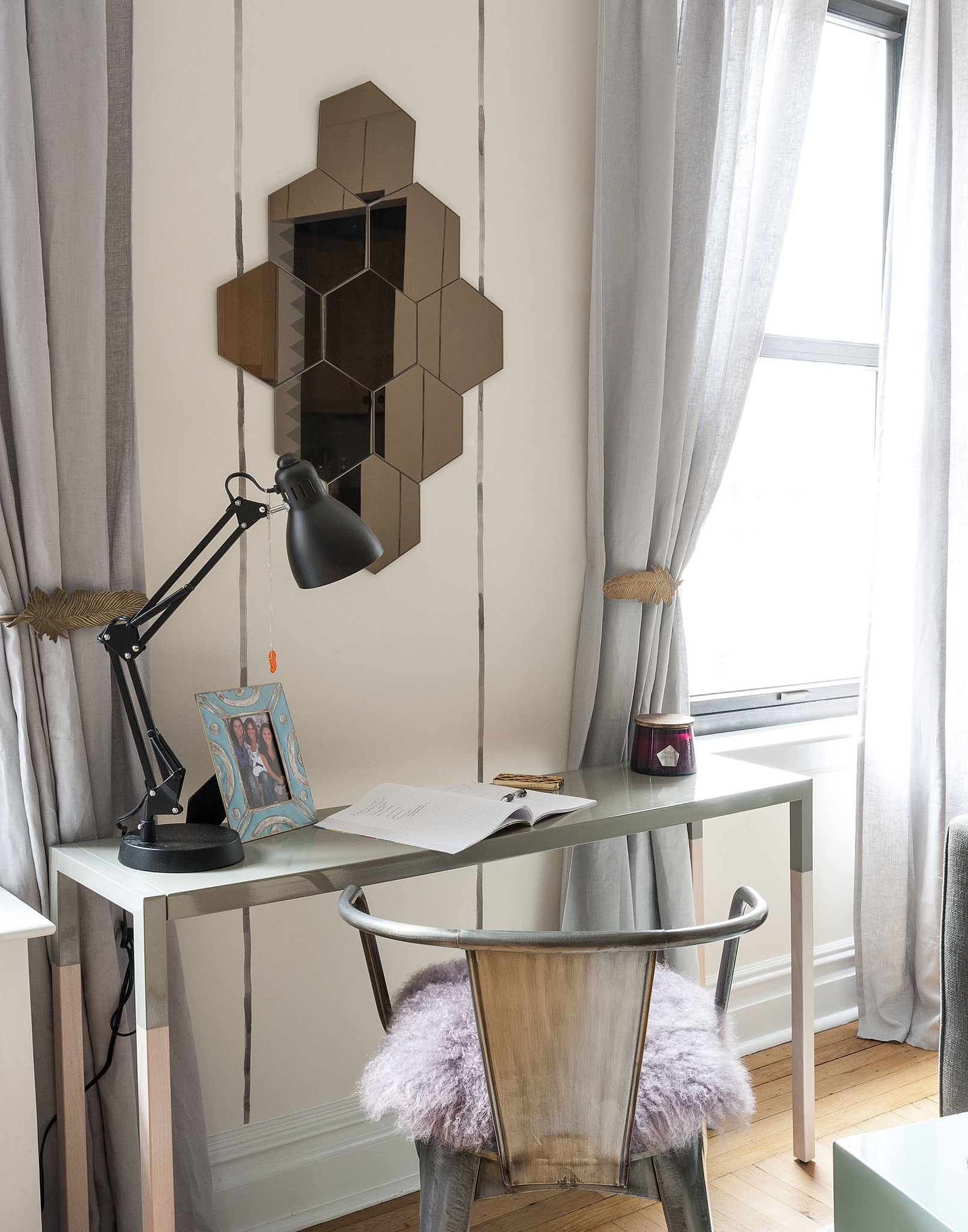 PS: How do you make a studio livable without looking cluttered? LS: Make sure that all of your main pieces serve multiple purposes. For example, the console that we placed between the windows doubles as a place where two people can comfortably dine, a place where Jamie can sit with her laptop, and a place where she can put her makeup on in the morning.  Photo by  Matthew Williams via LABLstudio