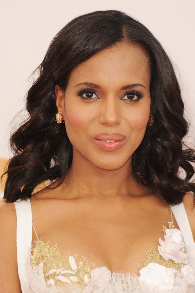 Our eyes instantly honed in on Kerry Washington's amazing cheekbones thanks to her perfectly positioned flush. The rosy color was echoed in her lip gloss, too, with a spot of pink shimmer on her lids.