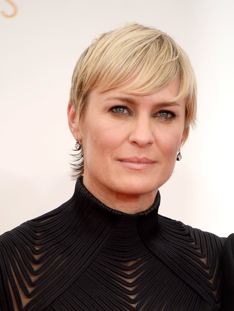Robin Wright styled her pixie in a sleek look, finishing her Emmys makeup palette with a bit of bronze shadow.