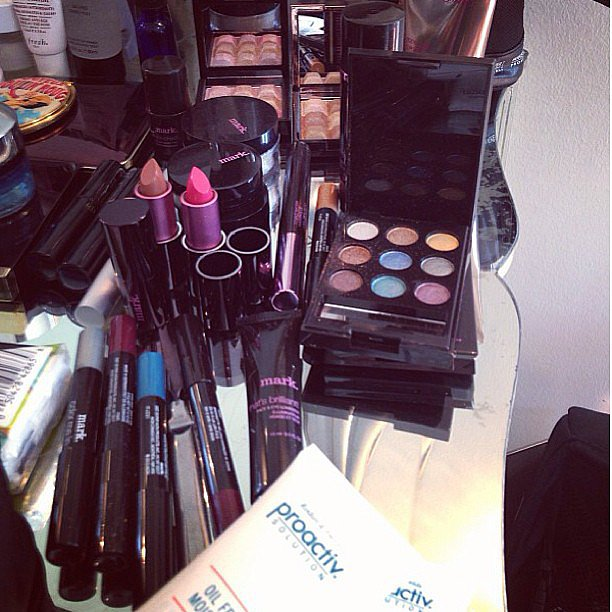 The Wall Group took a snap of one of its makeup artist's backstage kits for the Emmys red carpet. Source: Instagram user thewallgroup
