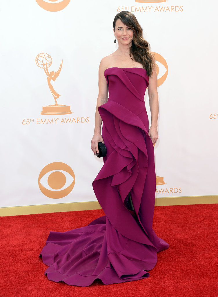Linda Cardellini hit the red carpet at the Emmys.
