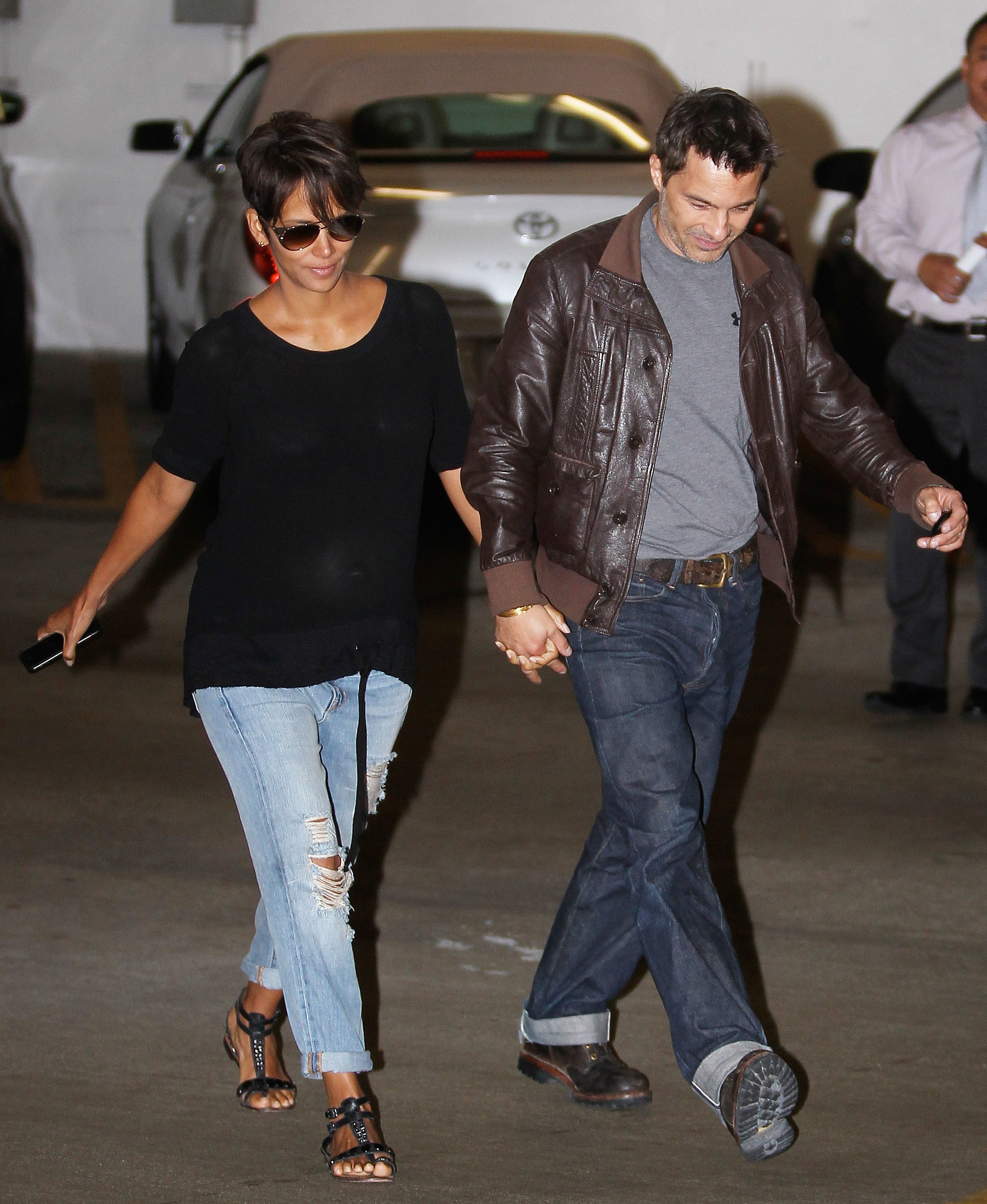 If there's ever a more comfortable time to rock boyfriend jeans than while pregnant, we'd like to hear about it. Halle perfected a low-key date night look with denim and a black tee.