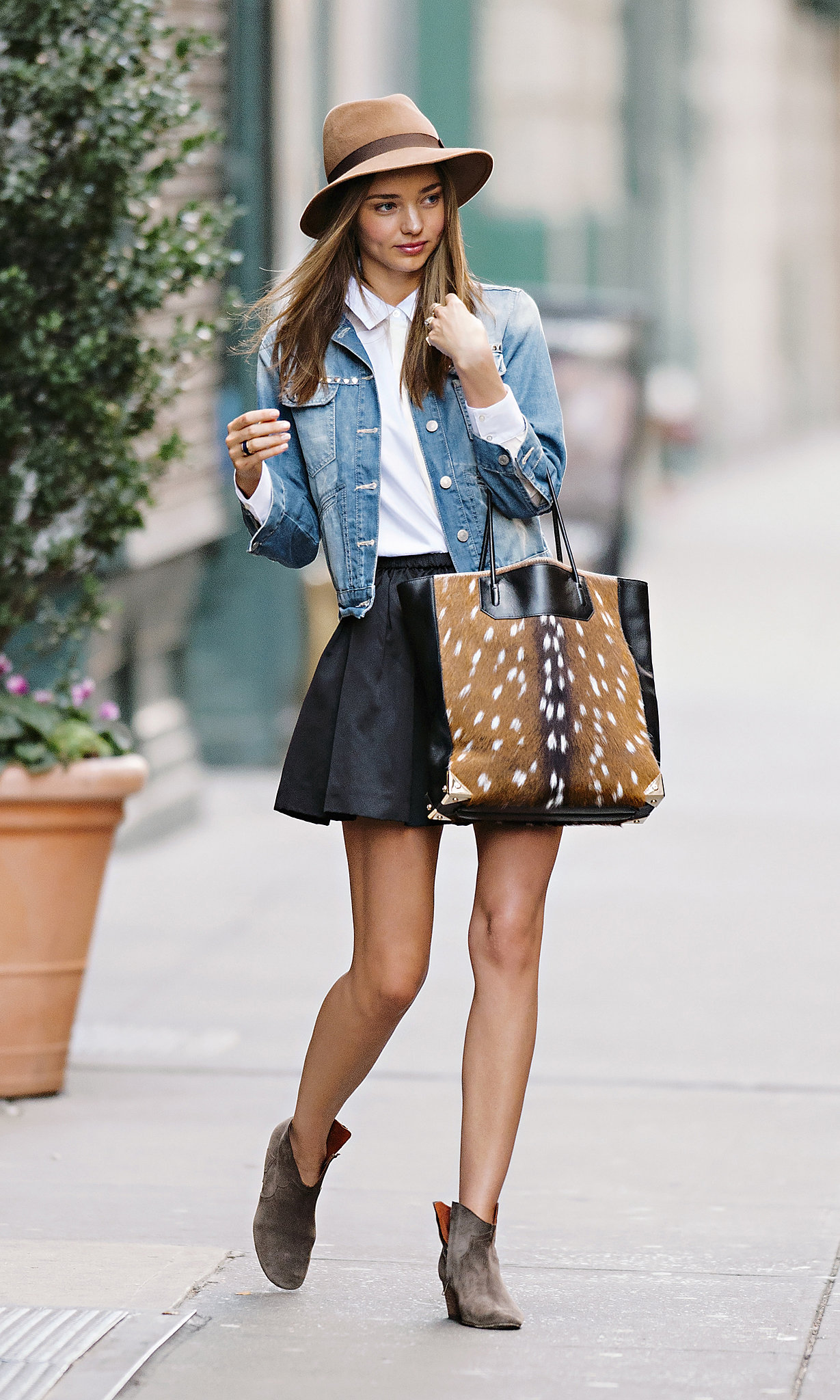 Add A Denim Jacket Miranda Kerr 39 S Spring Weekend Style Guide Popsugar Fashion Australia