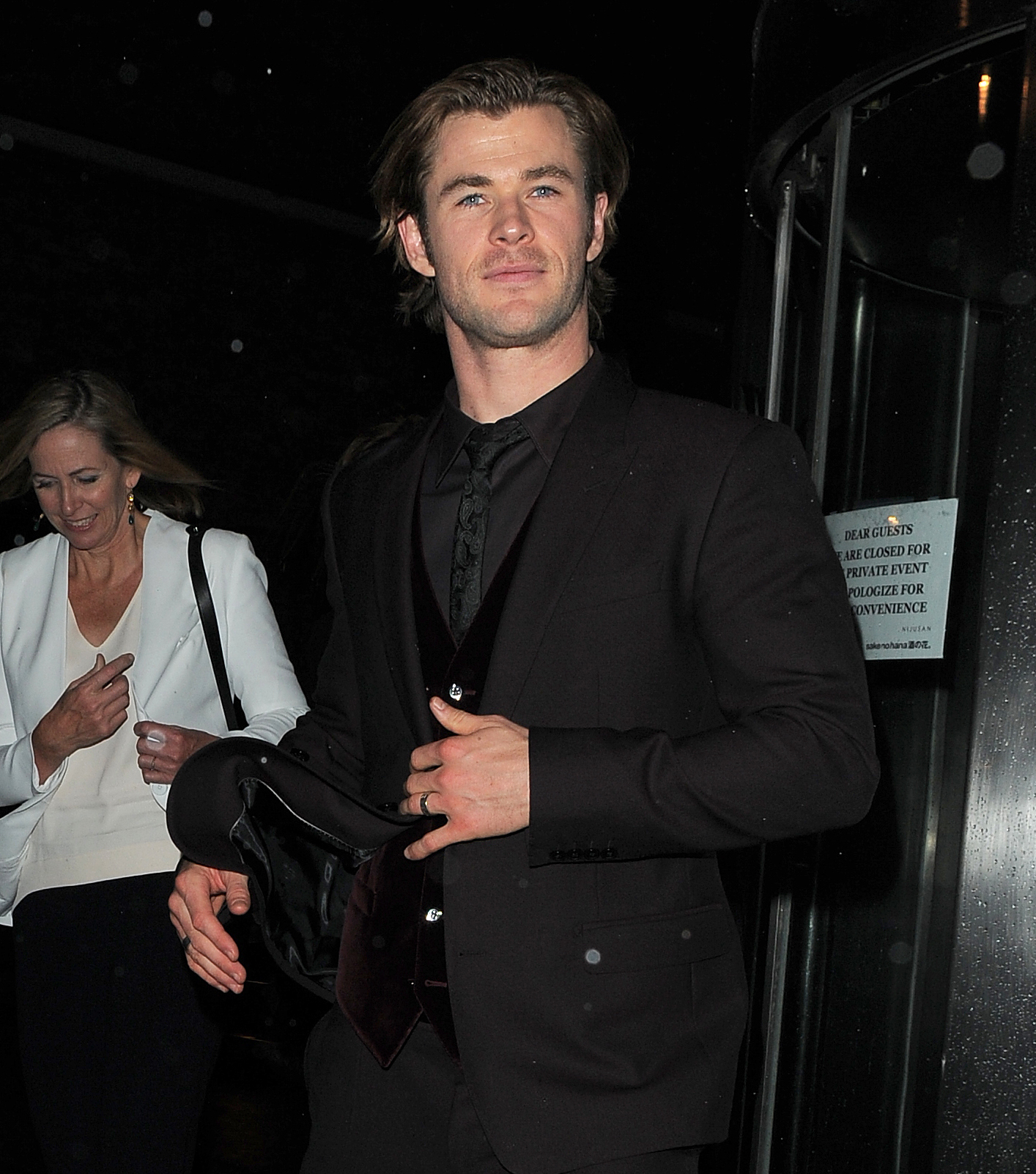 Chris Hemsworth was solo when he arrived at the Thor: The Dark World premiere afterparty in London on Tuesday.