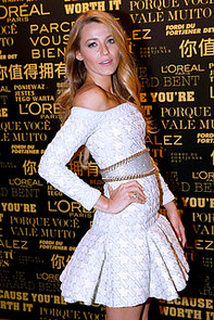 Blake-Lively-posed-Balmain-dress-while-being-announced