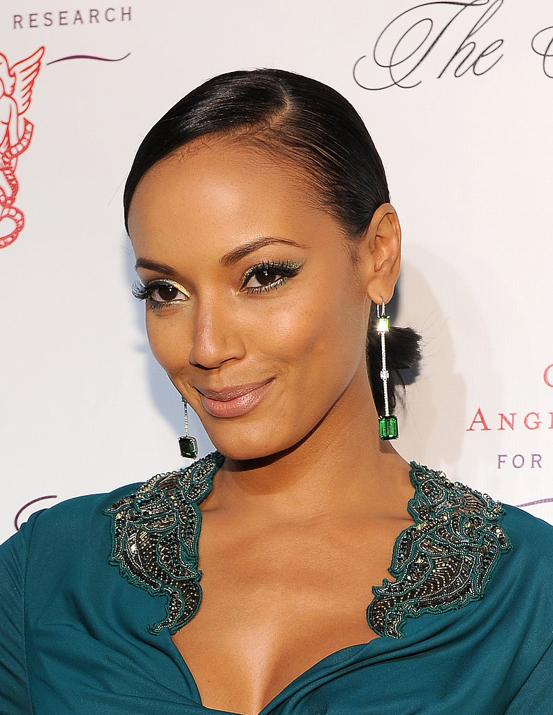Selita Ebanks looked darling at the 2013 Angel Ball with gold and blue eyeliner.