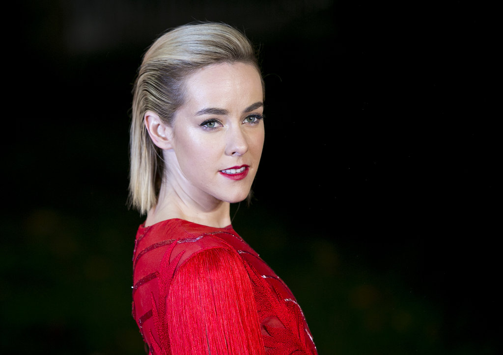 Jena Malone paired a faux-undercut with bright red lips at the Catching Fire world premiere in London.