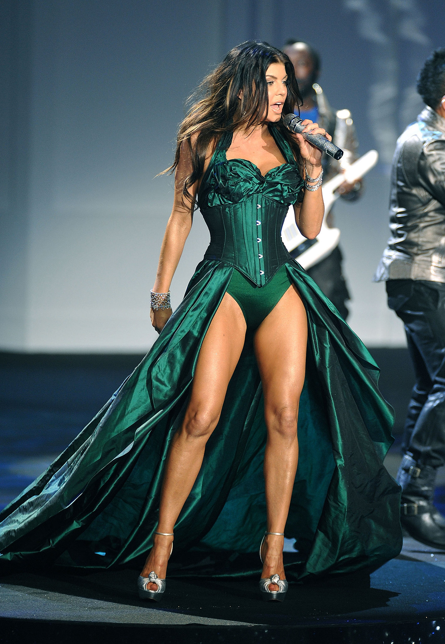 Fergie rocked an amazing emerald green dress while performing in 2009.