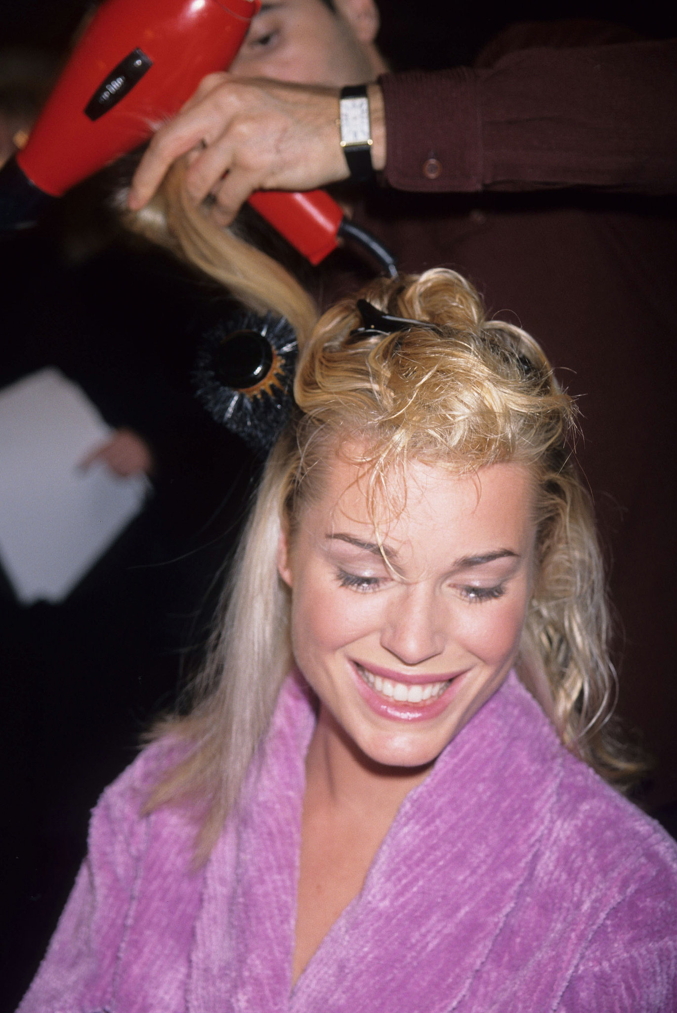 Rebecca Romijn got a quick blow-dry while backstage in 1997.