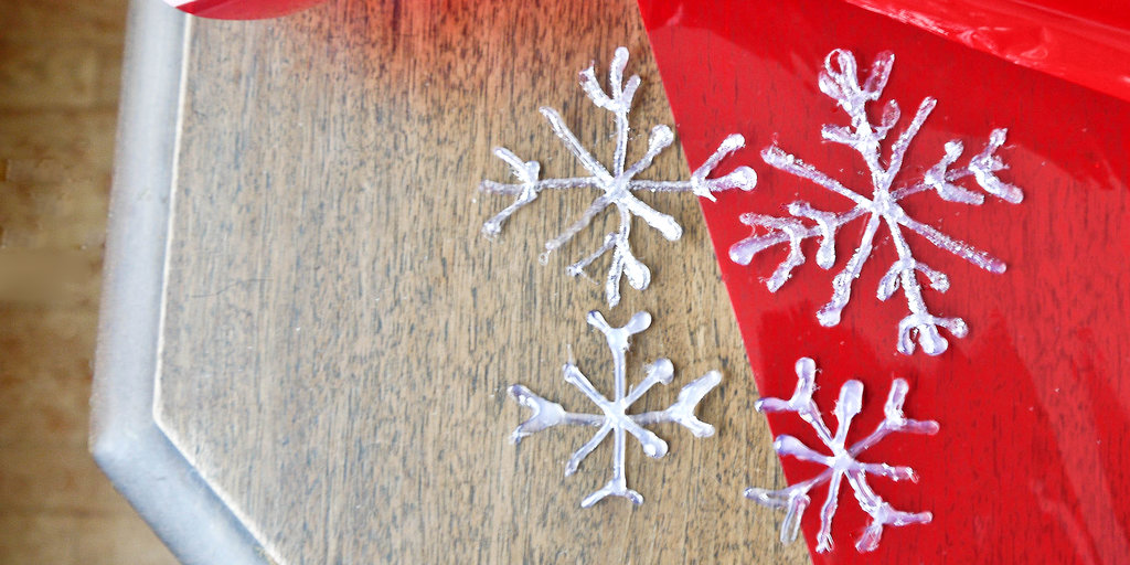 Smart Deco: Hot-Glue-Gun Snowflakes